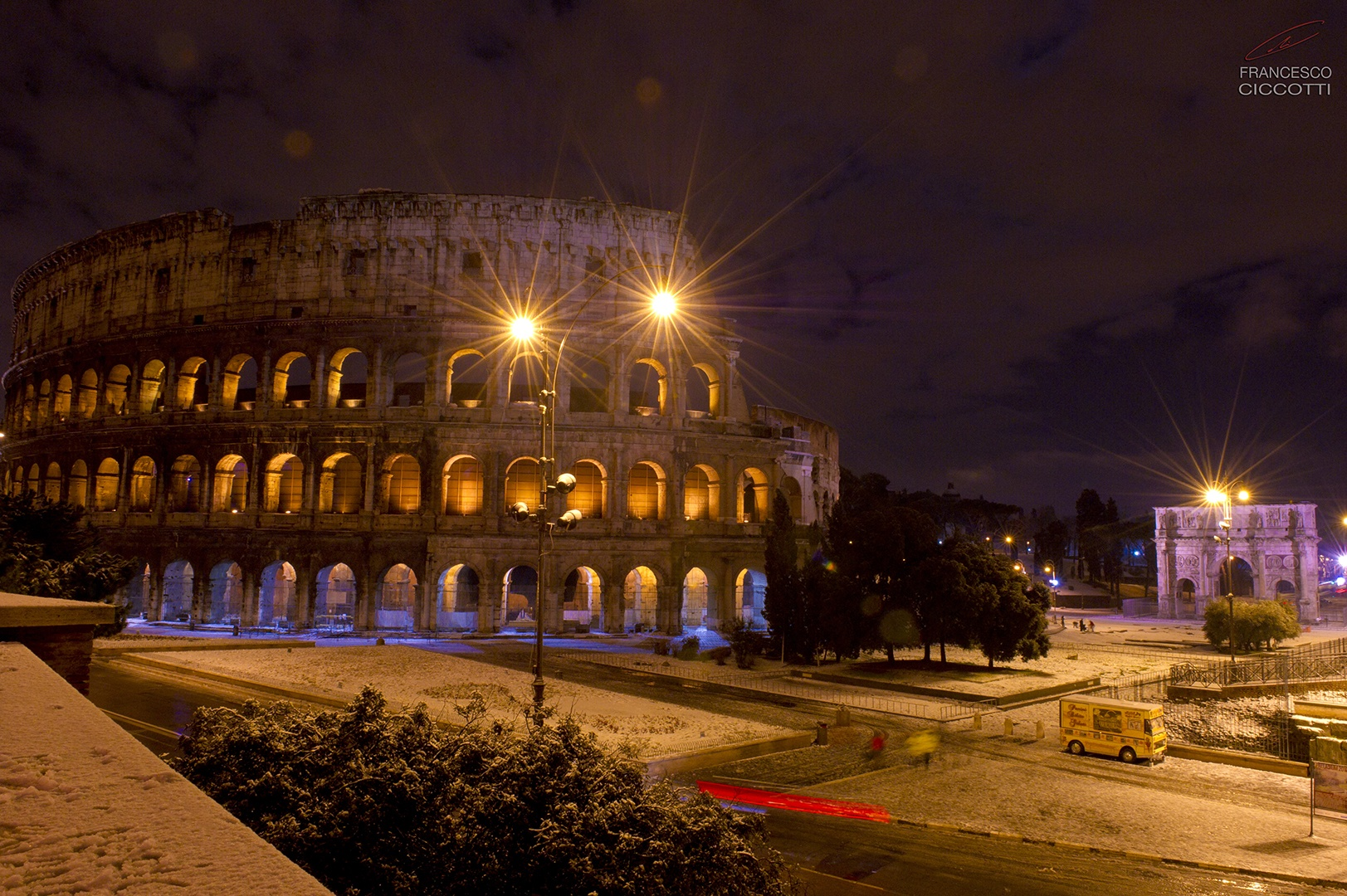 Colosseo con neve